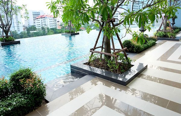 Q-Asoke-Bangkok-condo-for-sale-swimming-pool